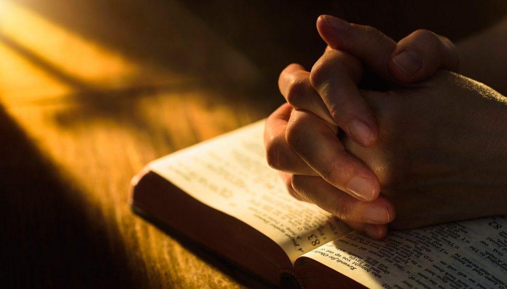 praying 58f129f13df78cd3fc418722 4